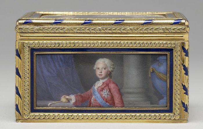 Portraits de famille de Louis XV sur une tabatière Barrie10