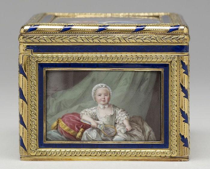 Portraits de famille de Louis XV sur une tabatière Barrie11