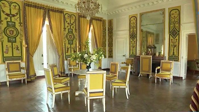 maison - Hameau du Petit Trianon : Restauration de la maison de la Reine  - Page 13 Captu384