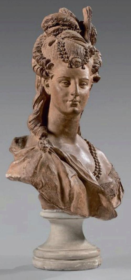 Bustes de Marie-Antoinette par la duchesse Castiglione-Colonna, Adèle d'Affry, dite Marcello Captu450