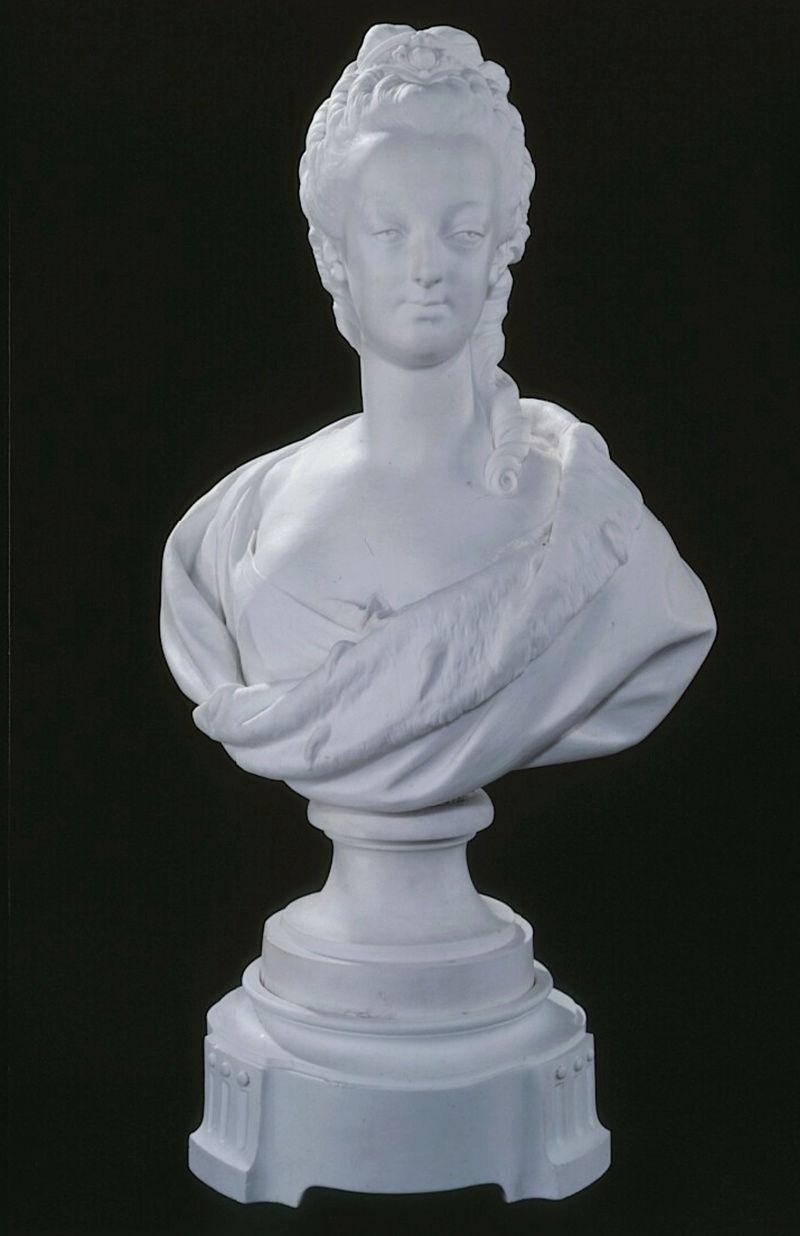 Marie Antoinette, par (et d'après) Louis-Simon Boizot Captu480