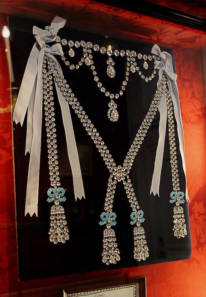 Le collier dit de la reine Marie-Antoinette (L'affaire du collier de la reine), et ses répliques Collie14