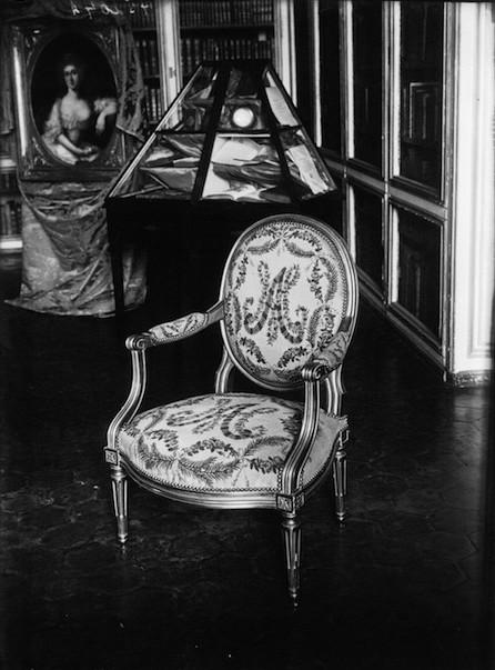 Exposition : Marie-Antoinette à Versailles (1955) - Les bijoux  Exposi11
