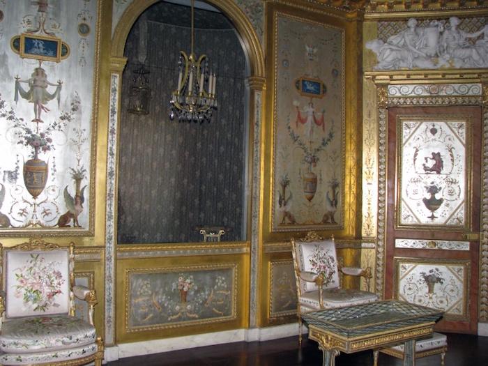 Le boudoir d'argent de Marie-Antoinette au château de Fontainebleau  - Page 2 Fontai12