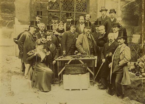 Madame de Tourzel, le corps et la sépulture de Louis XVII Groupe10