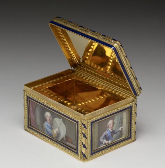 Portraits de famille de Louis XV sur une tabatière L_ps1_11