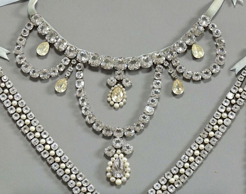 Le collier dit de la reine Marie-Antoinette (L'affaire du collier de la reine), et ses répliques Marie117