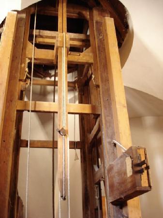 Les mécanismes des tables volantes au XVIIIe siècle Palazz10