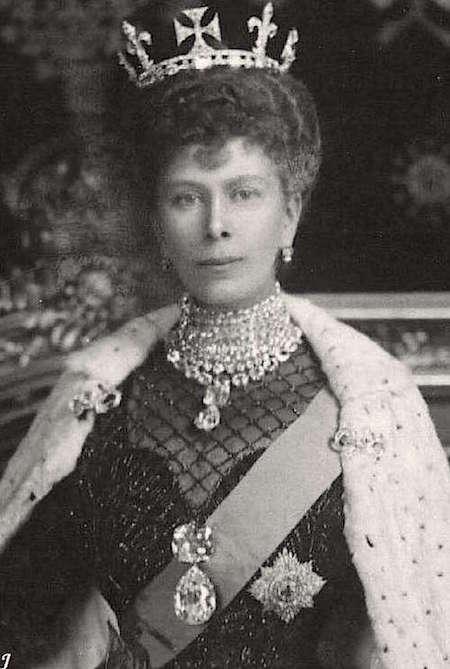 La reine Elizabeth II - Page 6 Queen_10