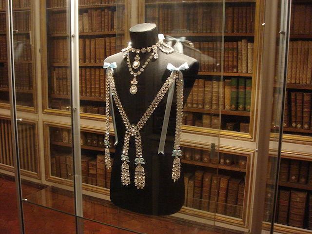 Le collier dit de la reine Marie-Antoinette (L'affaire du collier de la reine), et ses répliques S-l16011