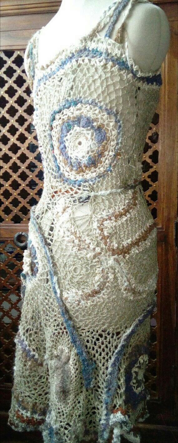 FREE FORM CROCHET à partir de Toison brute de Mouton : Robe en Laine Couleurs douces délicates Bleues Beiges Ecrues Coton perlé  Lin_k10