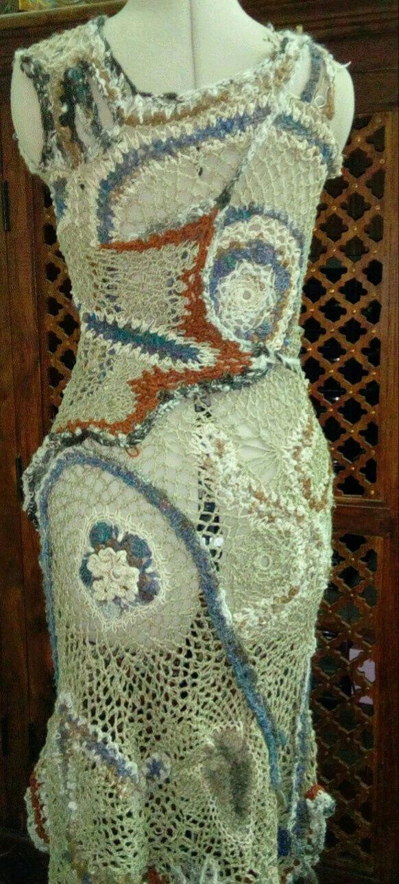 FREE FORM CROCHET à partir de Toison brute de Mouton : Robe en Laine Couleurs douces délicates Bleues Beiges Ecrues Coton perlé  Lin_q10