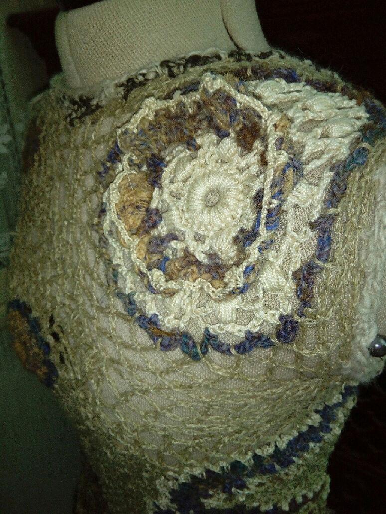 FREE FORM CROCHET à partir de Toison brute de Mouton : Robe en Laine Couleurs douces délicates Bleues Beiges Ecrues Coton perlé  Lin_u10