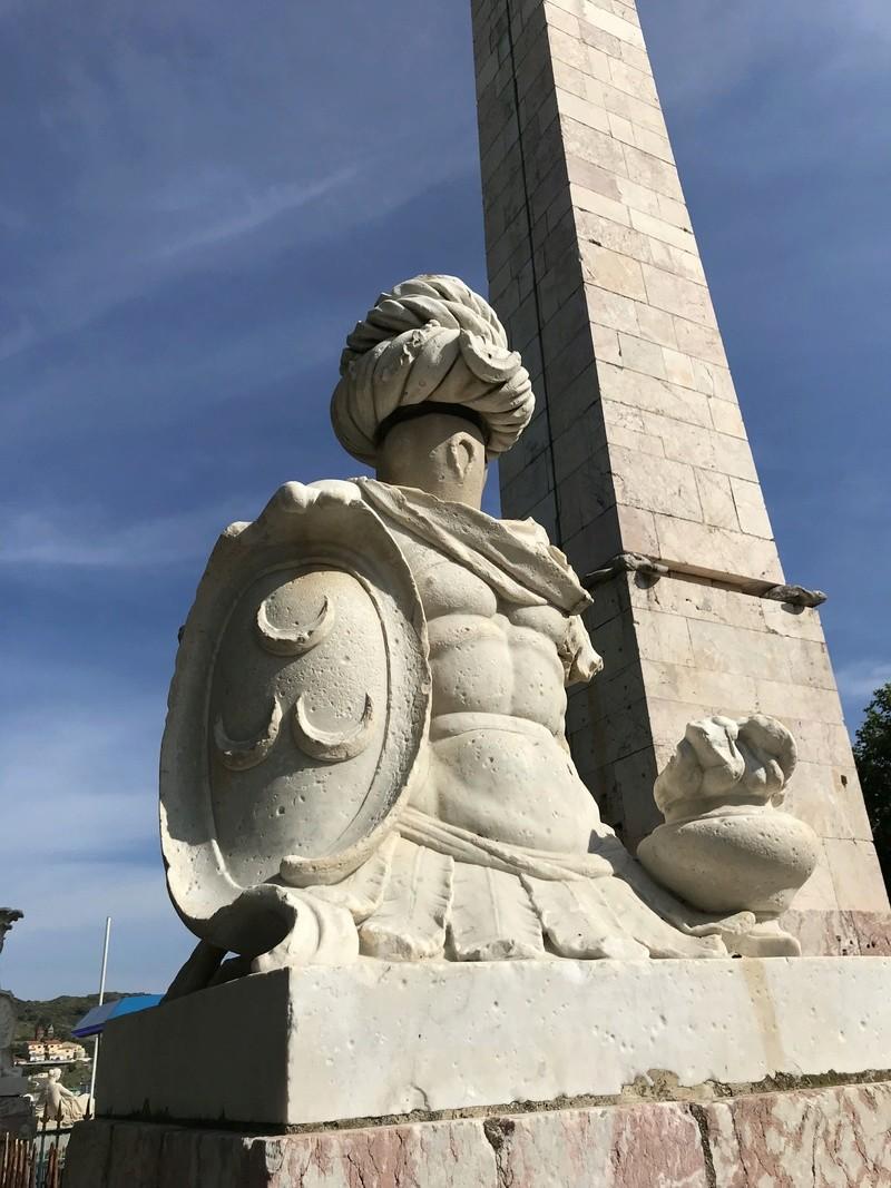 La place dédiée à Louis XVI à Port-Vendres  91947610