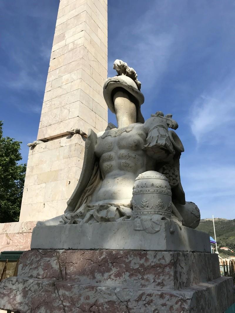 La place dédiée à Louis XVI à Port-Vendres  91c60f10