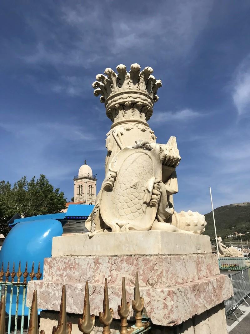La place dédiée à Louis XVI à Port-Vendres  Be830610