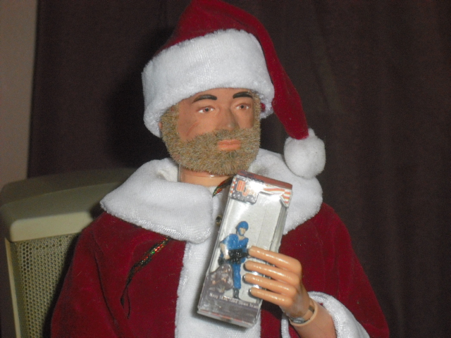 Pictures of your Action Men or Joe's in the Christmas spirit. Cimg8610