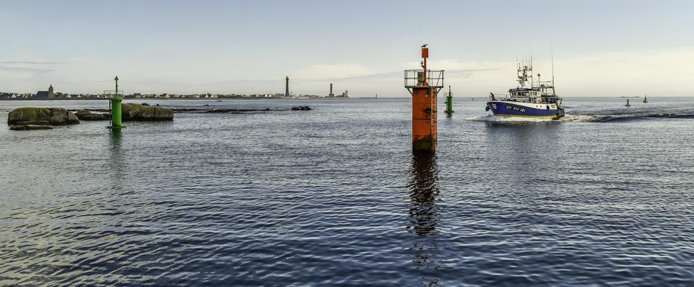 [VIE DES PORTS] Quelques bateaux de pêche (sur nos côtes Françaises) - Page 38 29052011