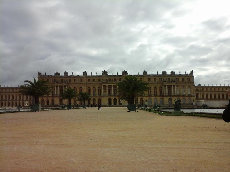 Trop d'affluence et de mauvaises conditions de visite à Versailles : des touristes se plaignent Zzzzzz40