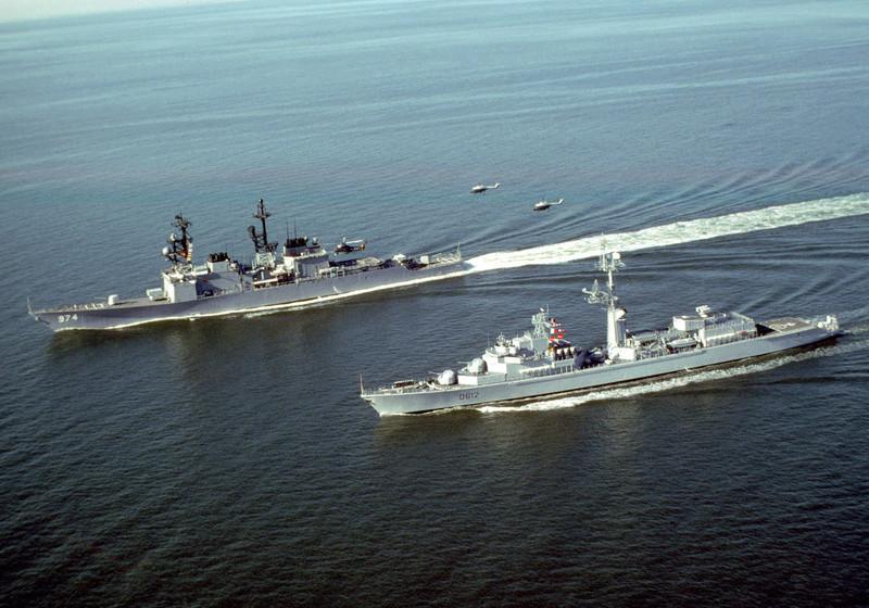 USS Comte de Grasse - DD 974 1/700 DRAGON A-port10