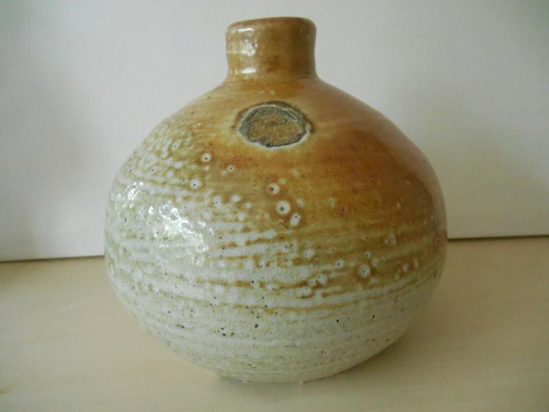 Salt Glazed Pot - ID please D C? D E? C C? Dscn2211