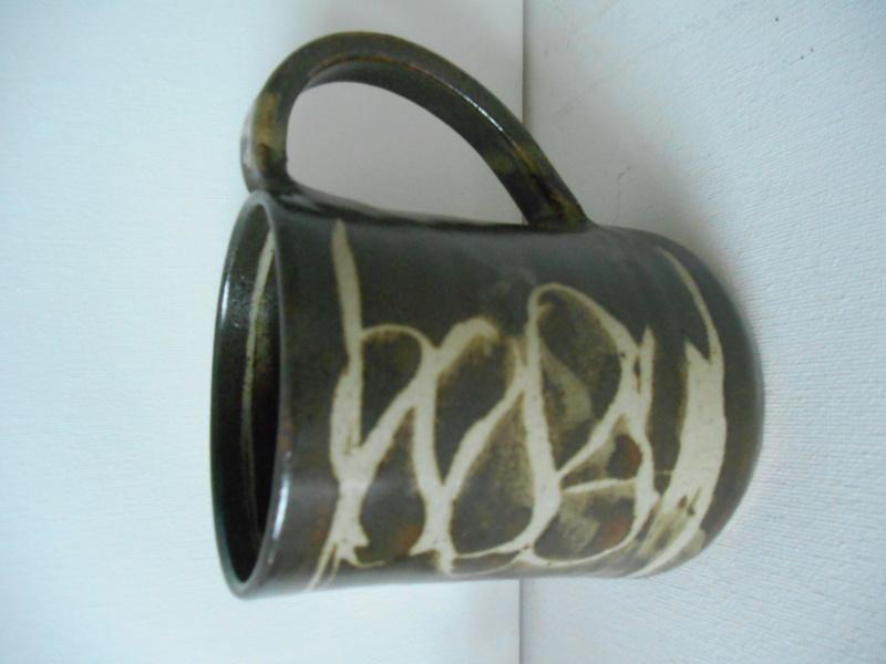 Mystery Mug - Help on maker please - Glaze hides the mark Dscn5111