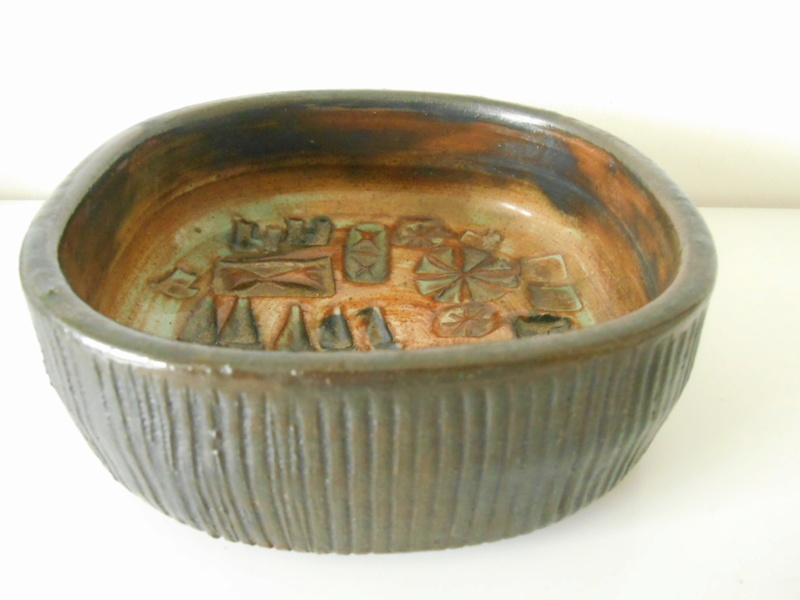 E L or E C 67 studio pottery bowl Scandinavian influence - Ernest Collyer Dscn7113