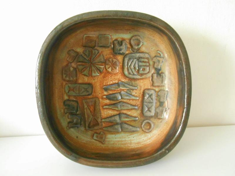 E L or E C 67 studio pottery bowl Scandinavian influence - Ernest Collyer Dscn7114