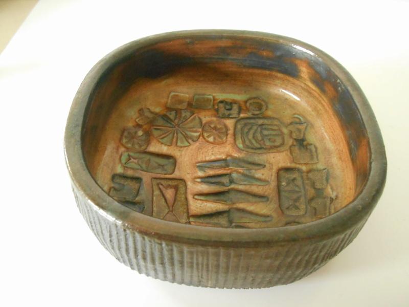 E L or E C 67 studio pottery bowl Scandinavian influence - Ernest Collyer Dscn7115