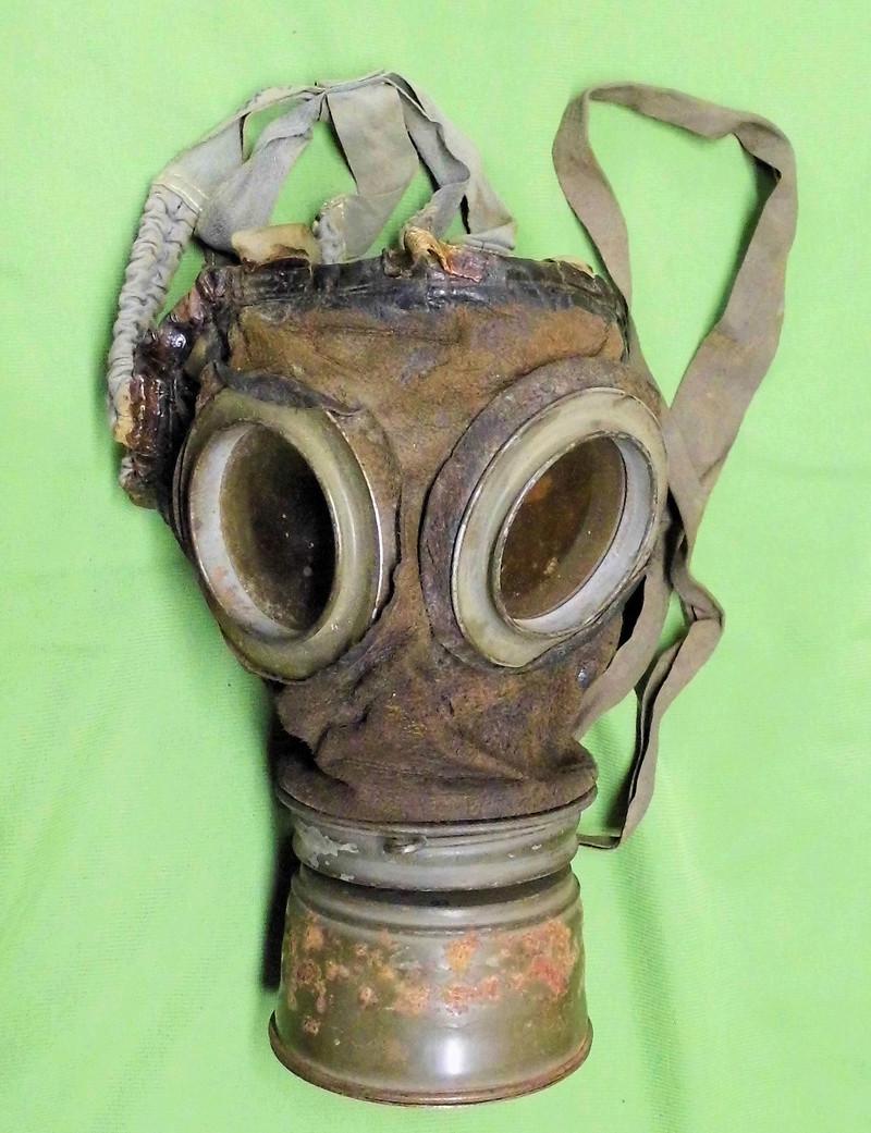 un masque à gaz WWI allemand émouvant, hommage. Masque10