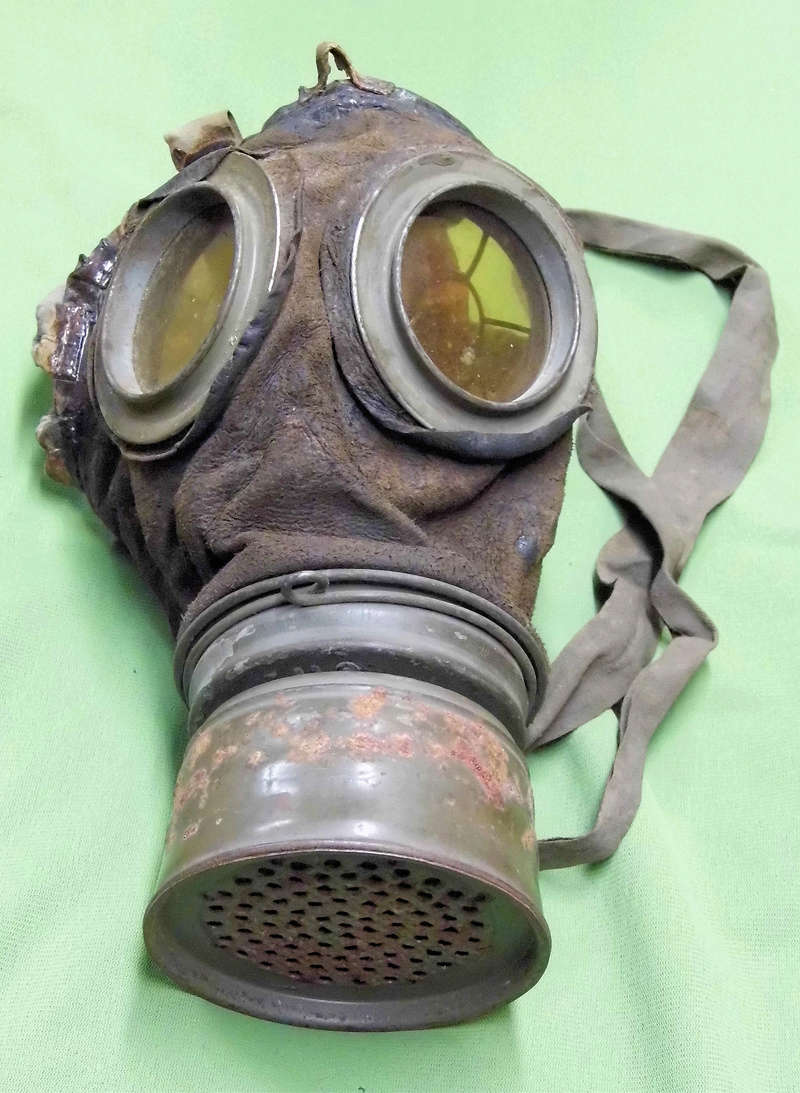 un masque à gaz WWI allemand émouvant, hommage. Masque12