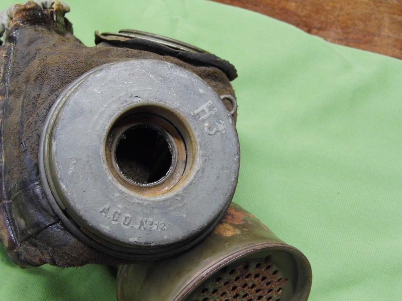 un masque à gaz WWI allemand émouvant, hommage. Masque15