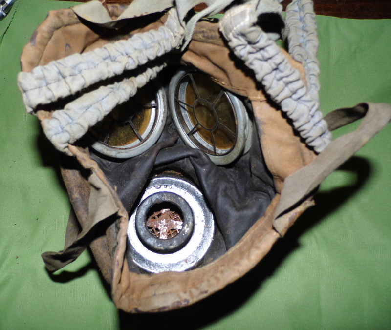 un masque à gaz WWI allemand émouvant, hommage. Masque16
