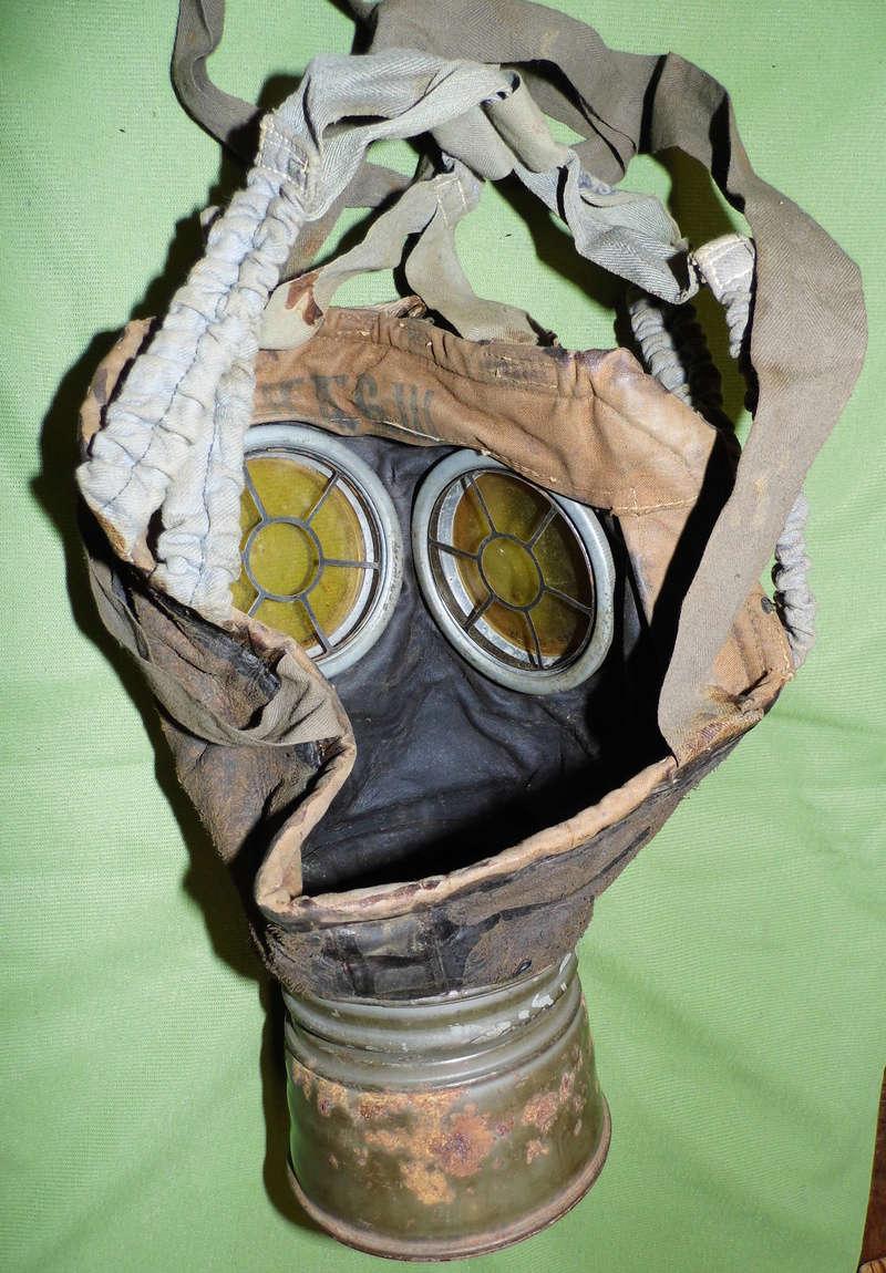 un masque à gaz WWI allemand émouvant, hommage. Masque18