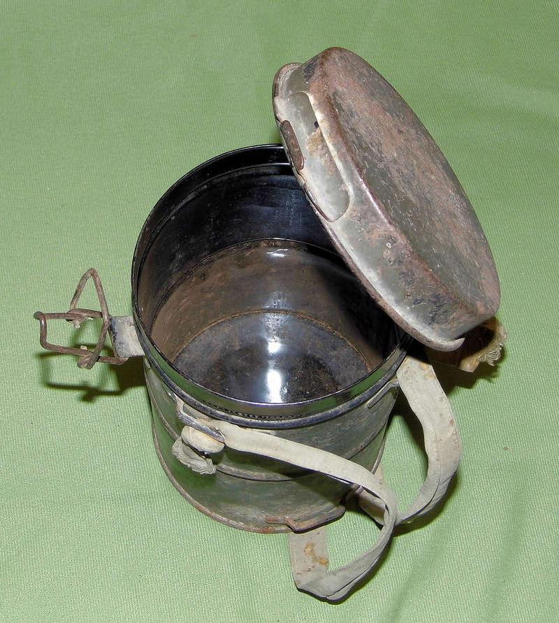 un masque à gaz WWI allemand émouvant, hommage. Masque24