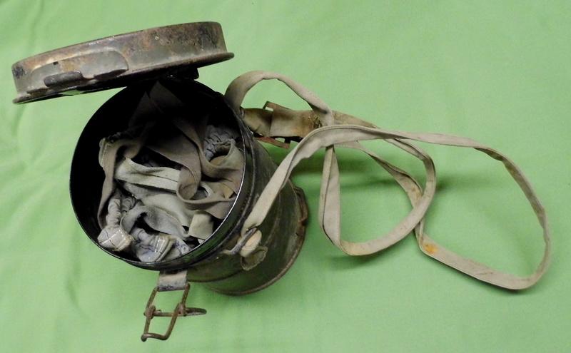 un masque à gaz WWI allemand émouvant, hommage. Masque26