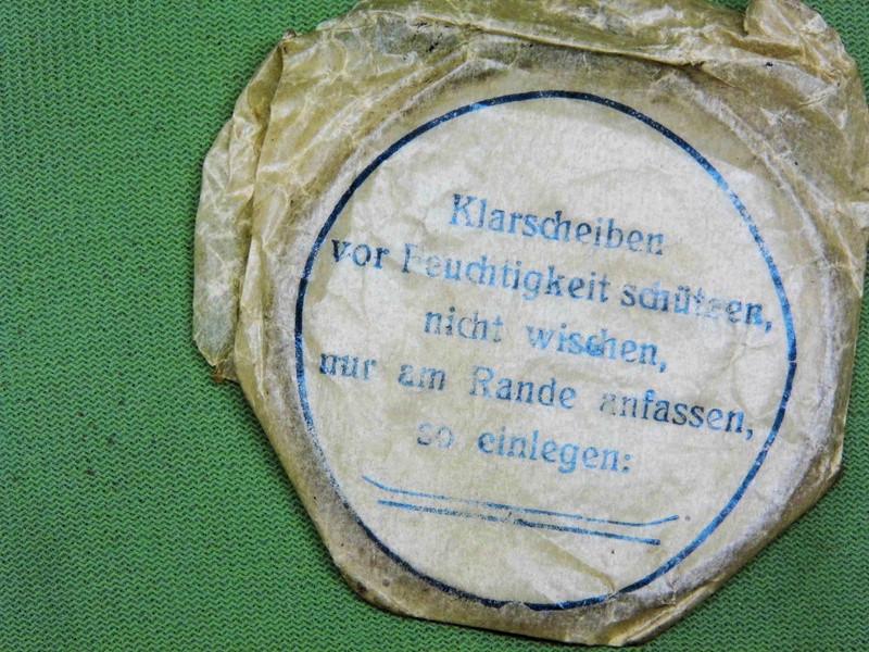 un masque à gaz WWI allemand émouvant, hommage. Masque28