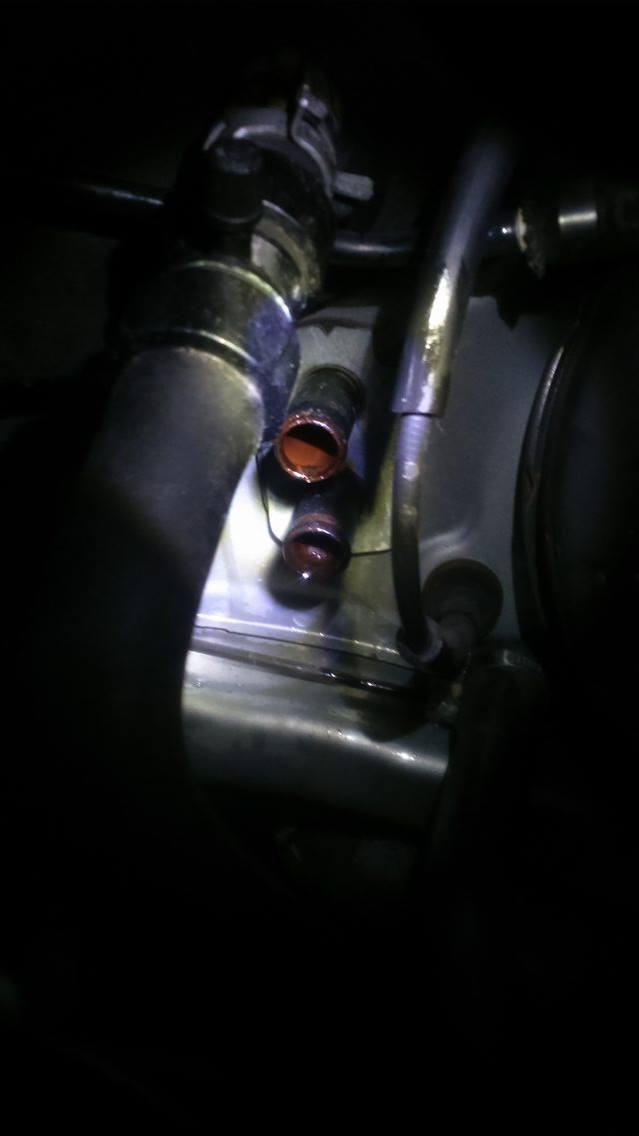 Fuite liquide refroidissement  24140211