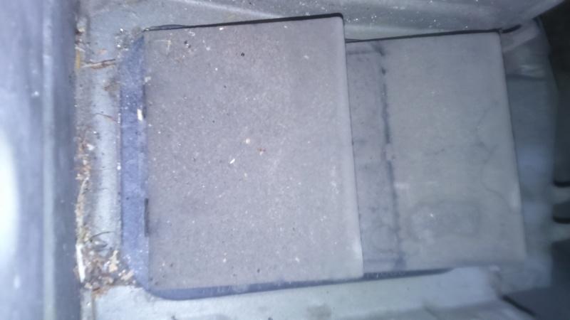 Infiltration eau banquette arrière  Dsc_0112