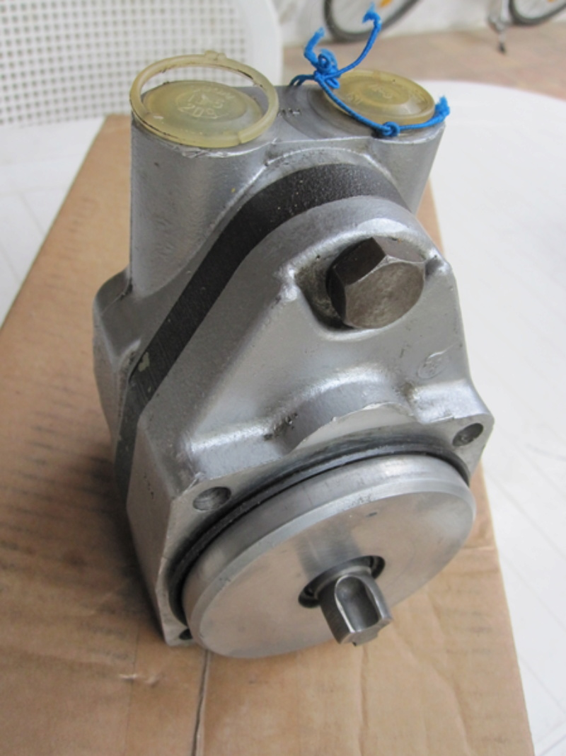 Pompe hydraulique unimog 421  Img_0111