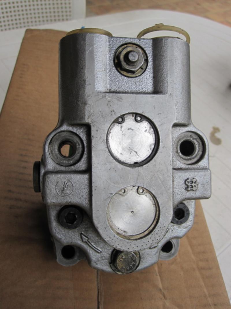 Pompe hydraulique unimog 421  Img_0112