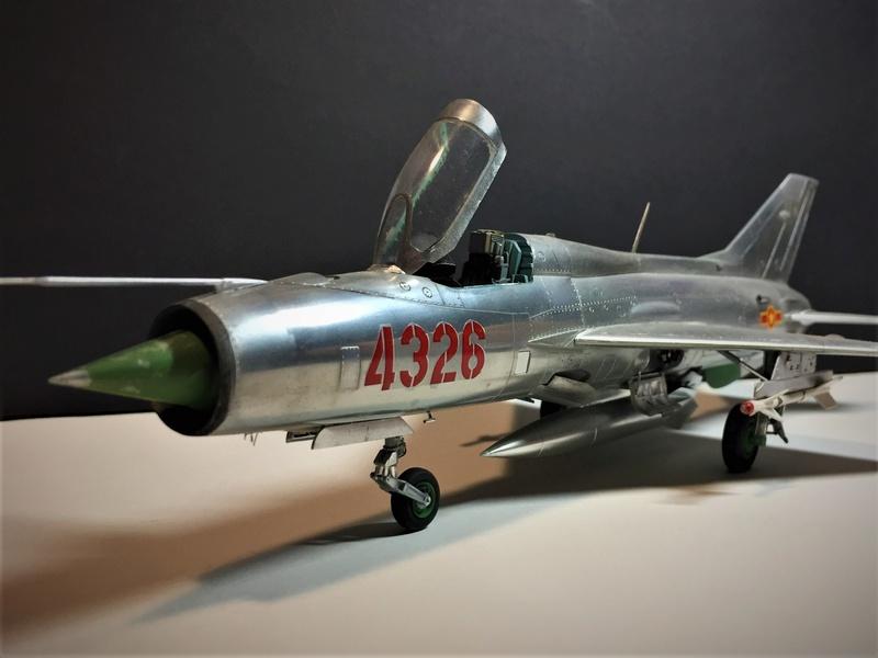 MiG-21 F-13 (Trumpeter 1/48) Img_5027