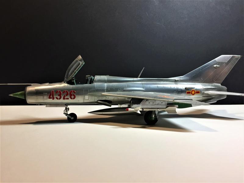 MiG-21 MFN (Eduard 1/48) - Page 2 Img_5028