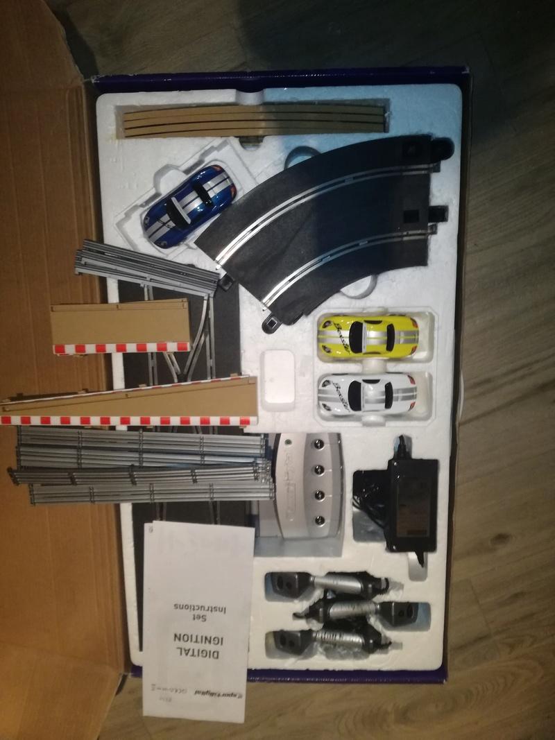 Bonjour, je vends différents set et éléments scalextric : à emporter!! Img_2011