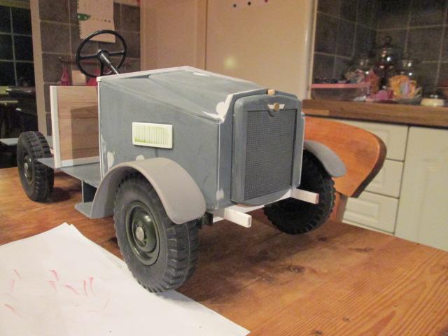 "Drik is building a WW2 British "" MORRIS CS8 "" Img_1322"