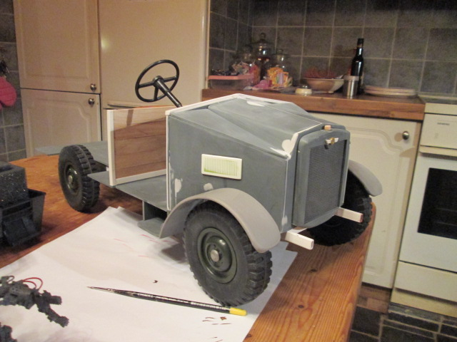 "Drik is building a WW2 British "" MORRIS CS8 "" Img_1323"