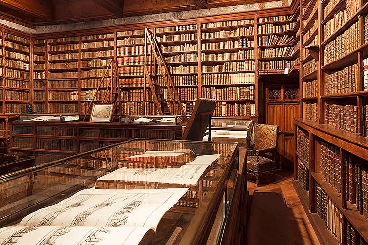 La Bibliothèque du Château de Menthon-Saint-Bernard 08cacb10