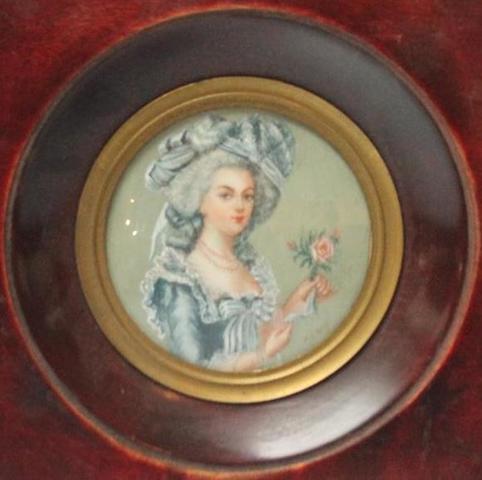 A vendre: miniatures de Marie Antoinette et de ses proches - Page 13 12003810
