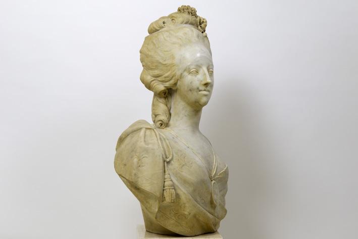 A vendre: bustes Marie Antoinette - Page 7 15204211
