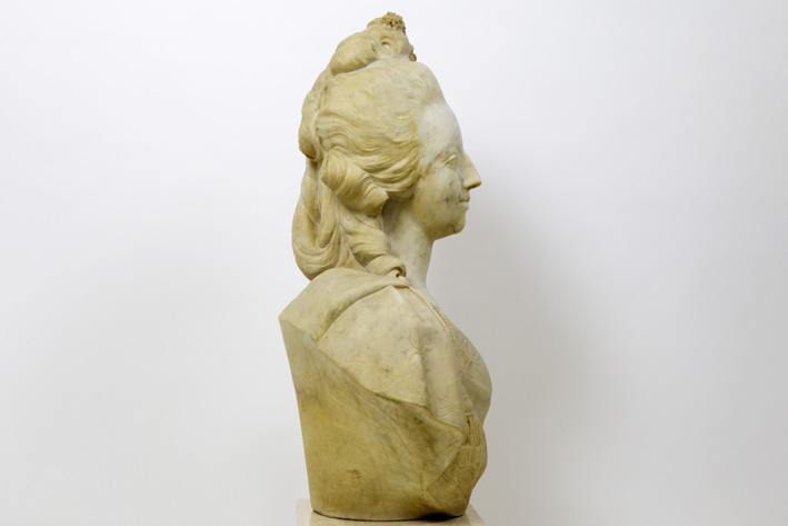 A vendre: bustes Marie Antoinette - Page 7 15204212